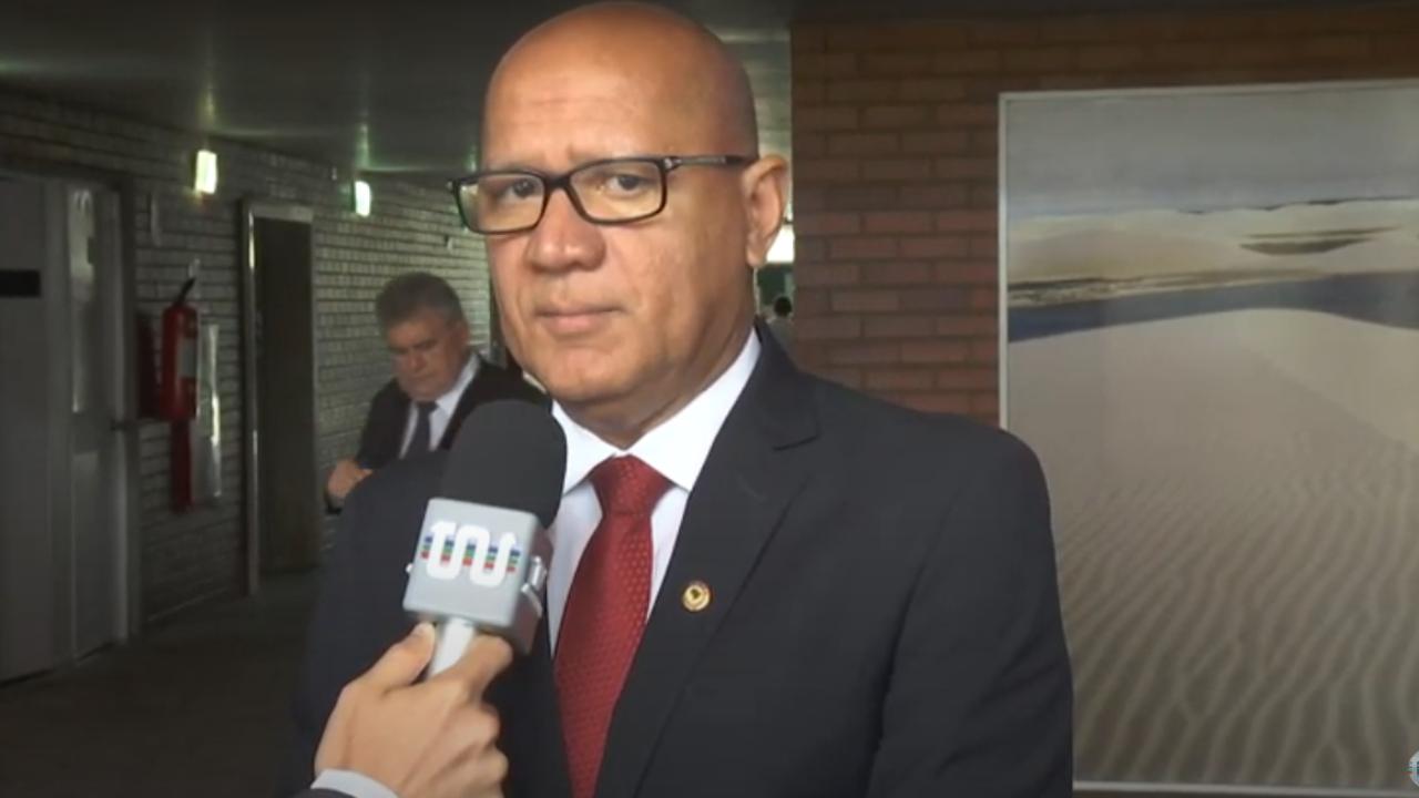 Franzé Silva destaca construção de maternidade em Teresina